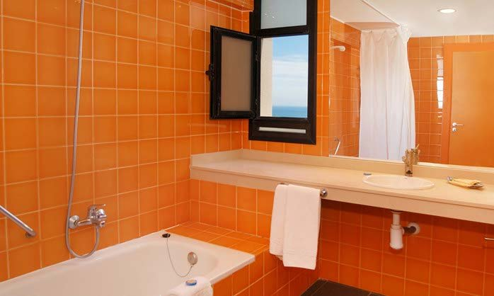 Superior bathroom hotel benalmadena costa